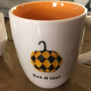 Rare Rae Dunn Halloween mug pumpkin New
